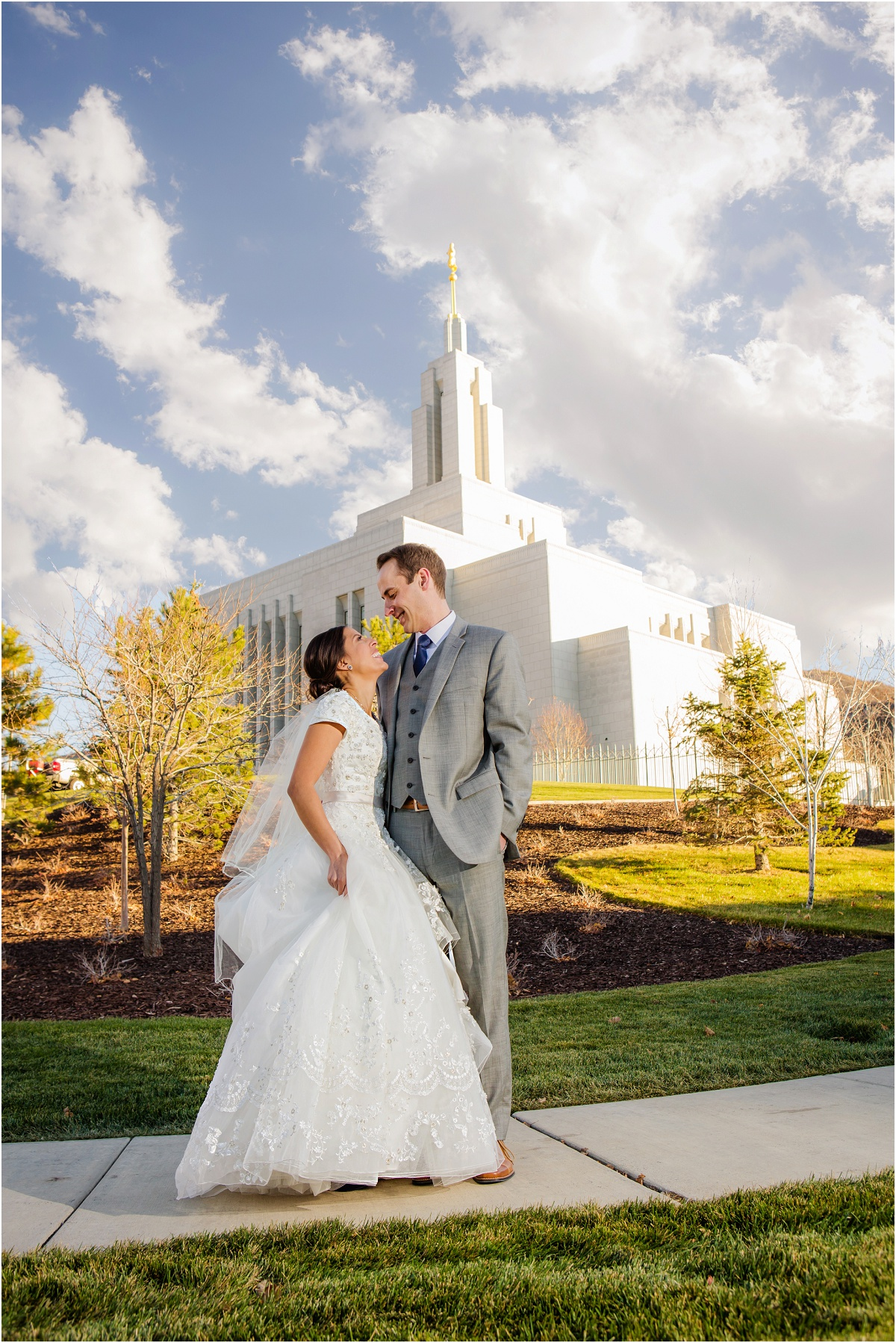 Salt Lake Draper Temple Winter Wedding Terra Cooper Photography_5020.jpg