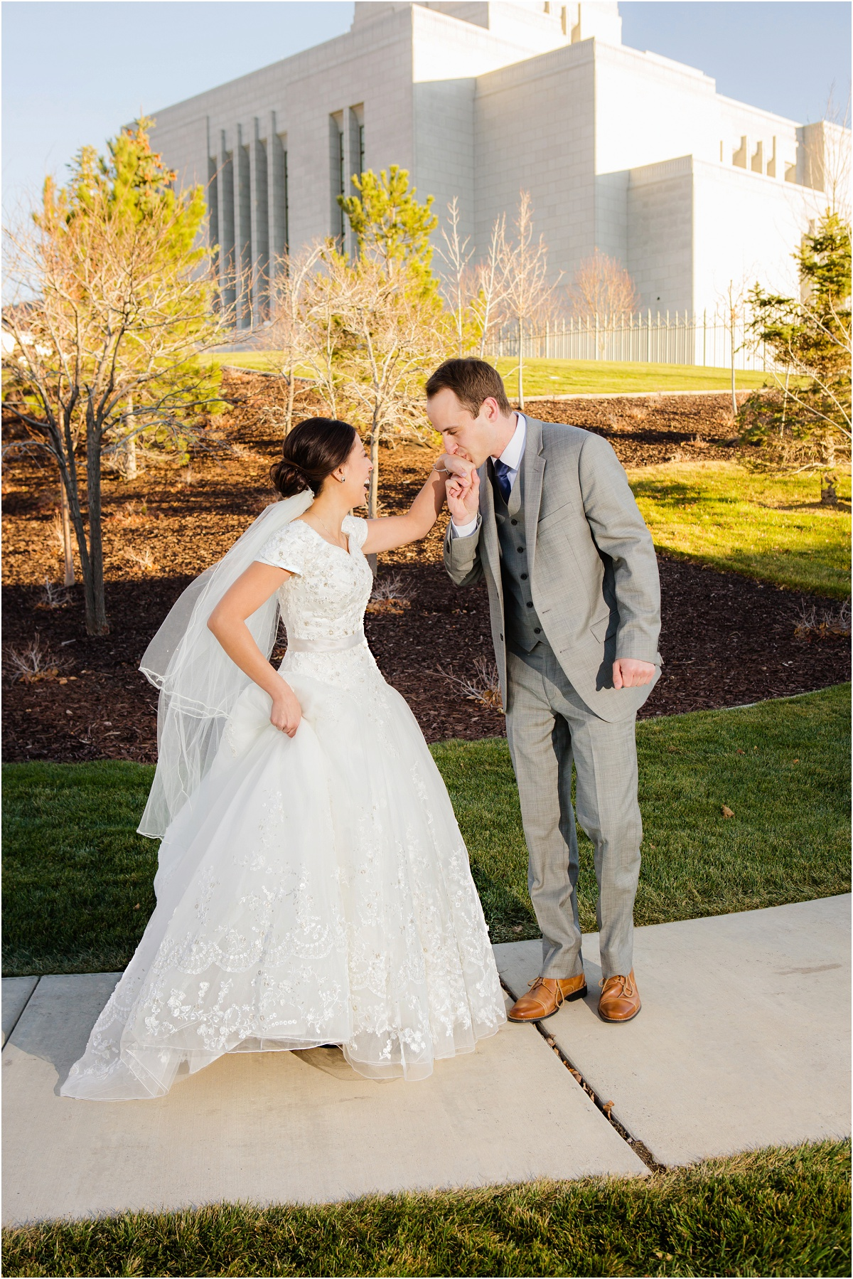Salt Lake Draper Temple Winter Wedding Terra Cooper Photography_5021.jpg